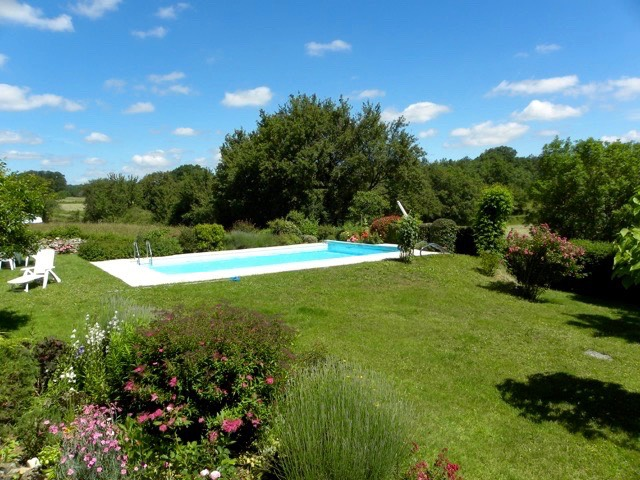 Immobilier figeac art et maisons 1029 belle for Piscine bordeaux grand parc